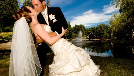 Vi har lokalerne til de smukkeste udsmykninger, fra de hyggelige og intime bryllupper til selv de største og prangende